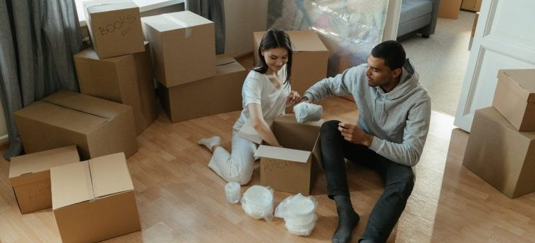couple Home decluttering