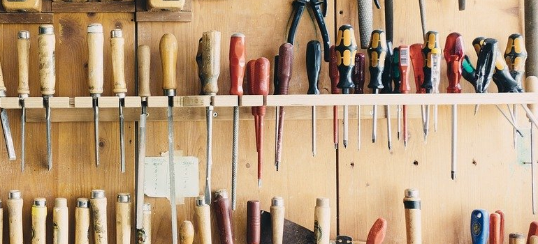 garage tools you need to think about when you are facing packing garage before the move